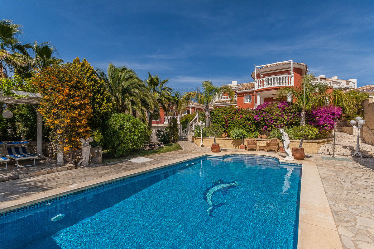 Beautiful detached villa with sea views in Riviera del Sol. The house was built in 2000 on a plot of,Spain