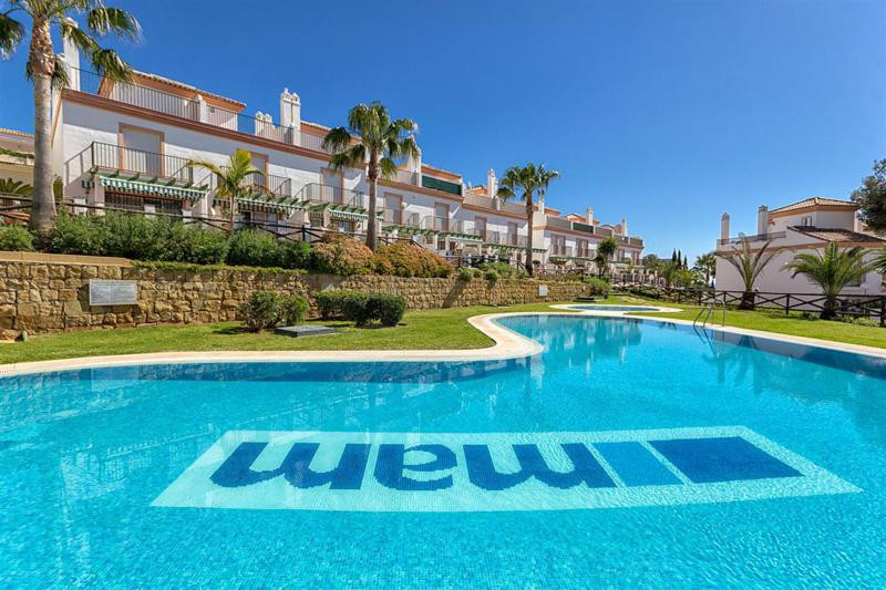 Lovely front line golf  townhouse situated in the ever popular Cabopino de Marbella within a secure ,Spain