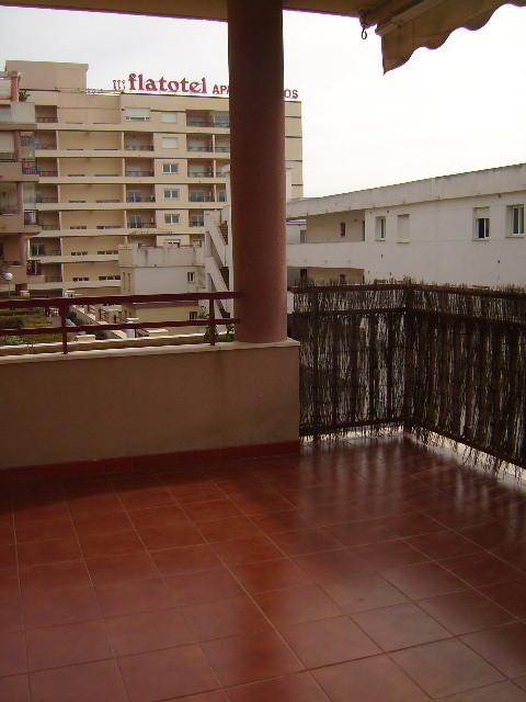 Torrequebrada; Amplio apartamento de 3 dormitorios y 2 banos completos en segunda linea de playa. Co,Spain