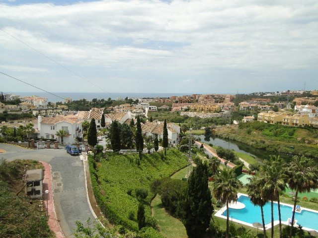 IMMACULATELY PRESENTED 3 BEDROOM APARTMENT WITH A SUNNY SOUTH WEST FACING ASPECT AND OPEN VIEWS ACRO,Spain