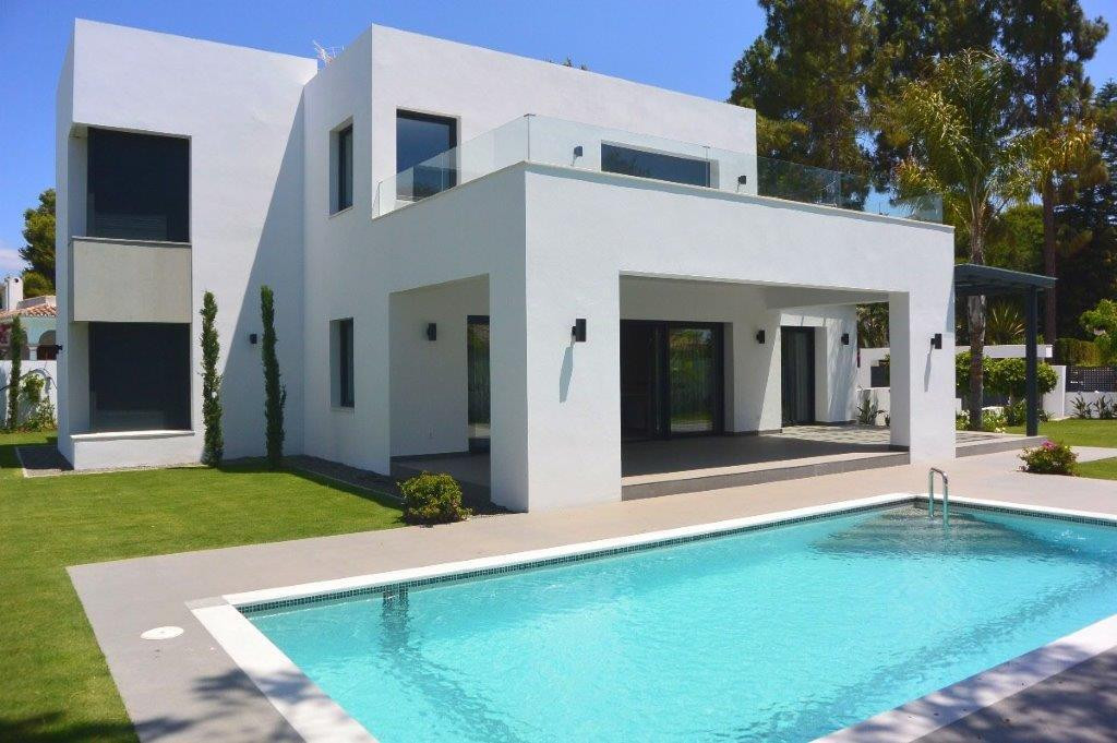 Contemporary style independent villa of two  levels, situated close to the beach on the New Golden M,Spain
