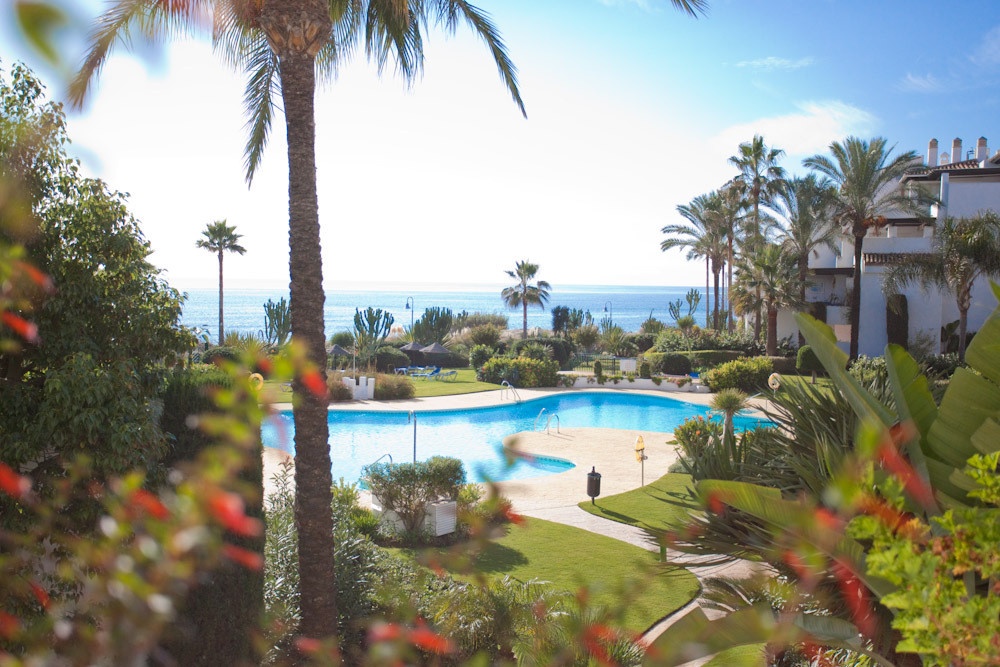 Great apartment with sea views 3 bedrooms. Large living room and covered terrace. Two car garage and,Spain