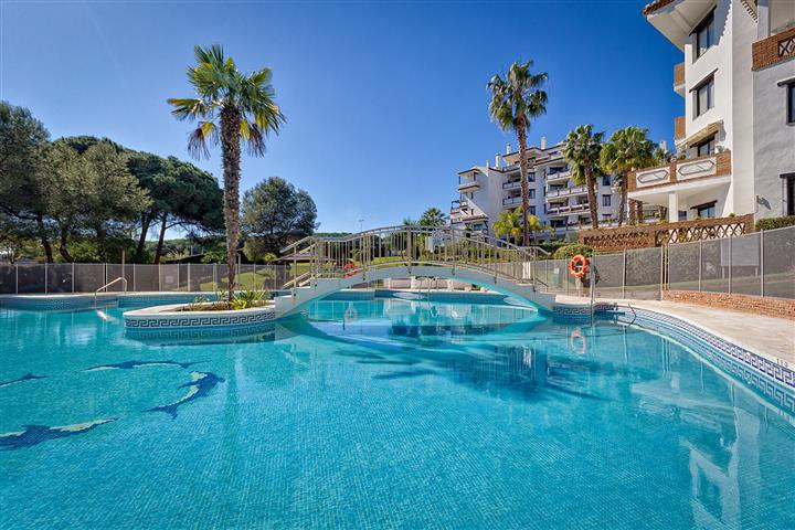 ***** This property is under offer 24.10.2014 ******   A light, spacious modern , 2bed/2bath, 1st fl,Spain