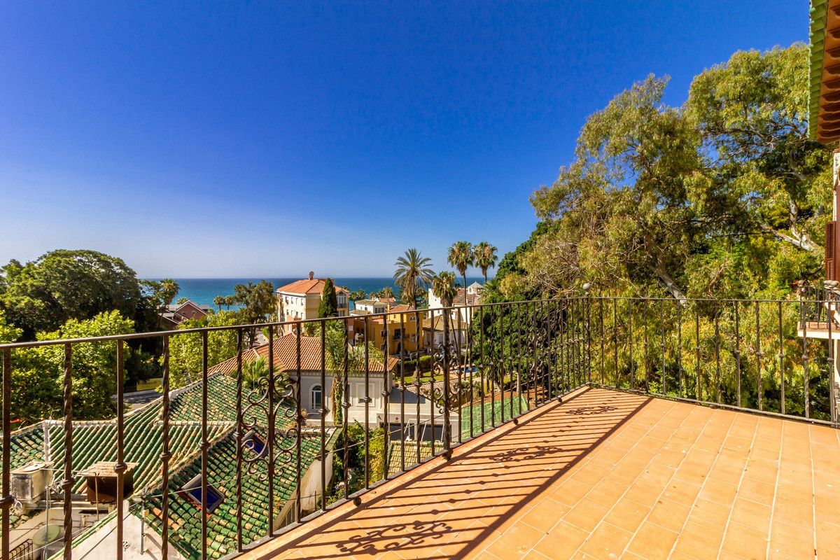 Villa for sale in Malaga - Centre, with 5 bedrooms, 5 bathrooms, 1 en suite bathrooms, the property , Spain