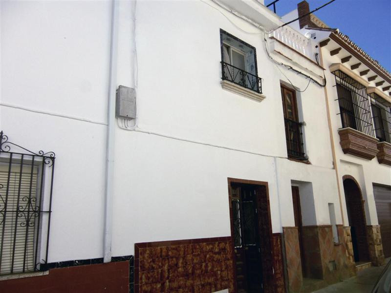 Very cosy 3 bedroom townhouse in the heart of the lively town of Alhaurin el Grande, within walking ,Spain