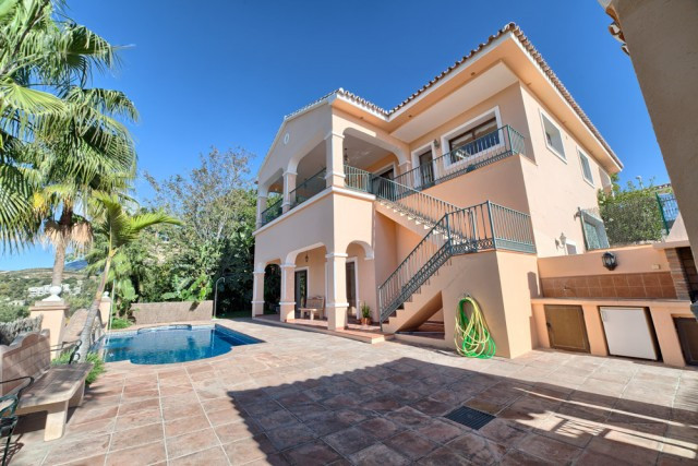 FANTASTIC VILLA IN LA ALQUERIA  Spacious and traditional quality villa built in 2004, south to west , Spain