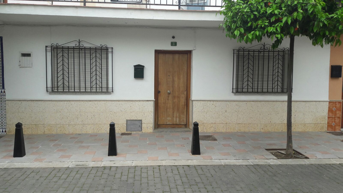 Townhouse in Fuengirola ready to move in. It has three bedrooms and the living room is used as a roo, Spain