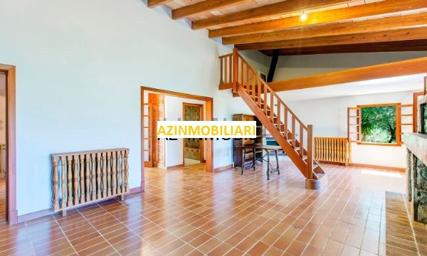 The living area on the main floor is 250 m2 and the total constructed area is 320 m2.  On the main f,Spain