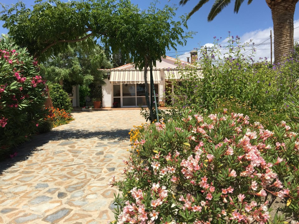Secluded villa with easy short drive to the beaches of El Campello, 4 bedrooms 2 bathrooms, pool and, Spain