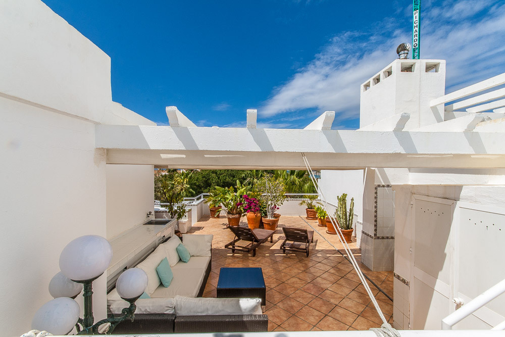 Stunning 2 bedrooms duplex penthouse with roof terrace with pool and barbacue area on the golf cours,Spain