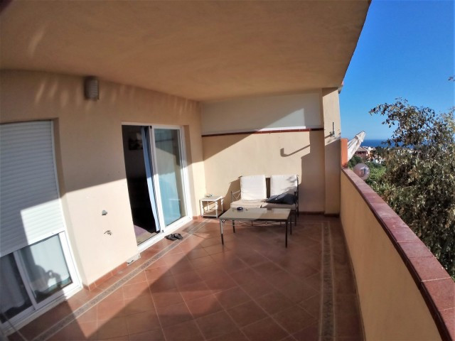 Bargain! 2 bedrooms and 2 bathrooms apartment, south-west facing in a well kept gated urbanization. , Spain
