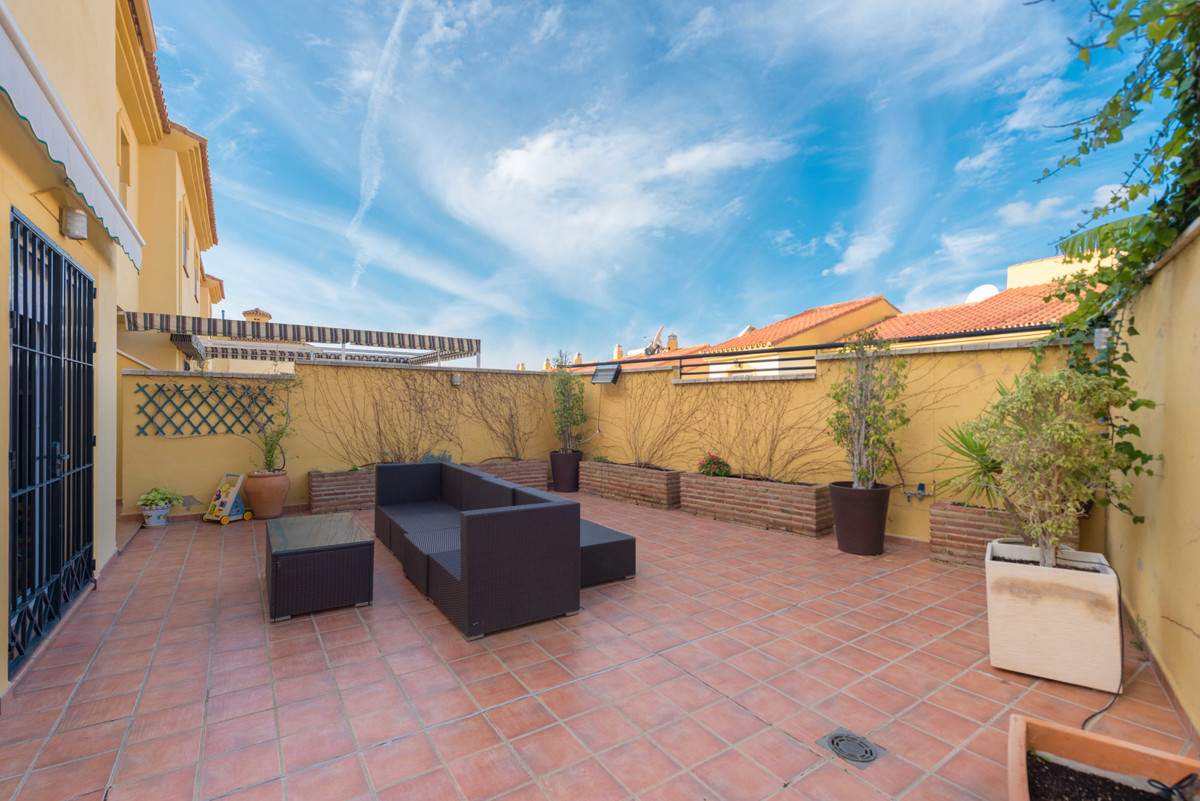 Magnificent and spacious townhouse with all kinds of details in Nueva Torrequebrada urbanization. Th,Spain