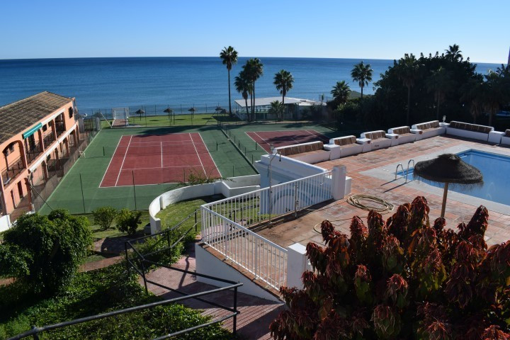 Ground Floor Studio, Calahonda, Costa del Sol. Built 20 m².  Setting : Beachfront. Condition : Fair., Spain