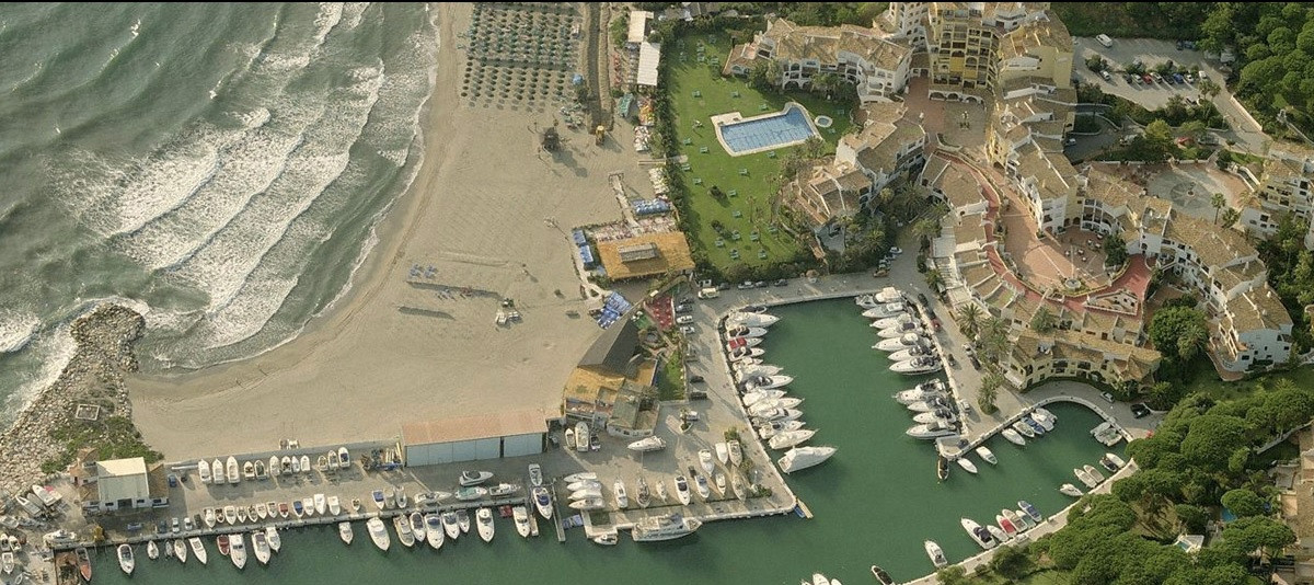 FANTASTIC LOCATION, LARGE AND BRIGHT HOUSE, SOUTH ORIENTATION, IN CABOPINO HARBOUR!.  Fantastic corn,Spain