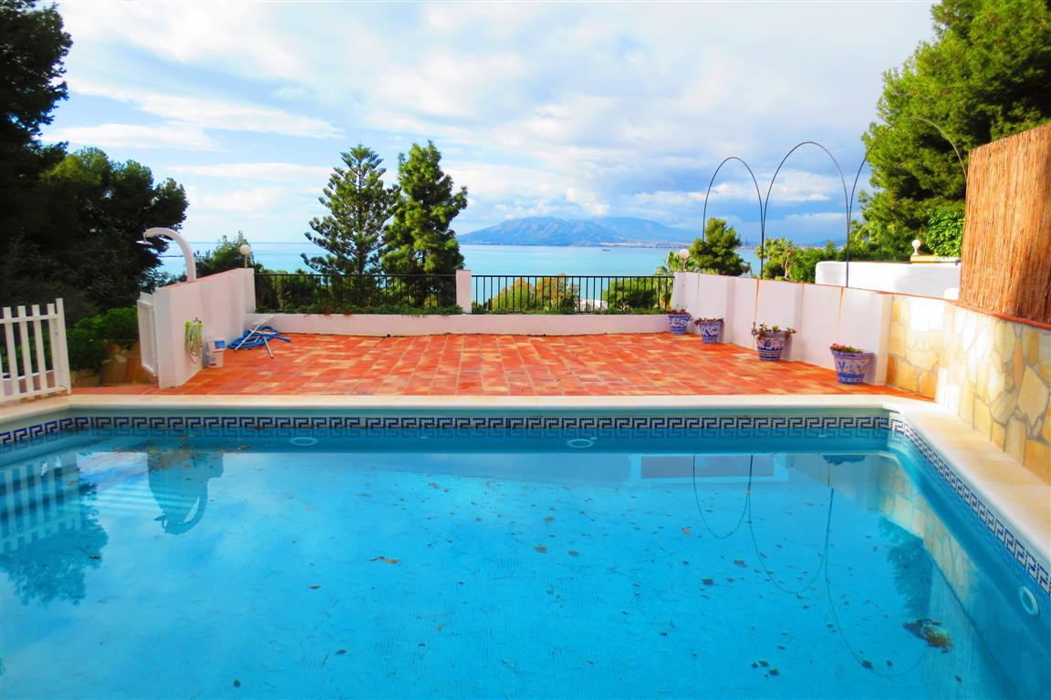 , Malaga, Costa del Sol. 4 Bedrooms, 4 Bathrooms, Built 305 m², Terrace 60 m², Garden/Plot 1005 m². , Spain