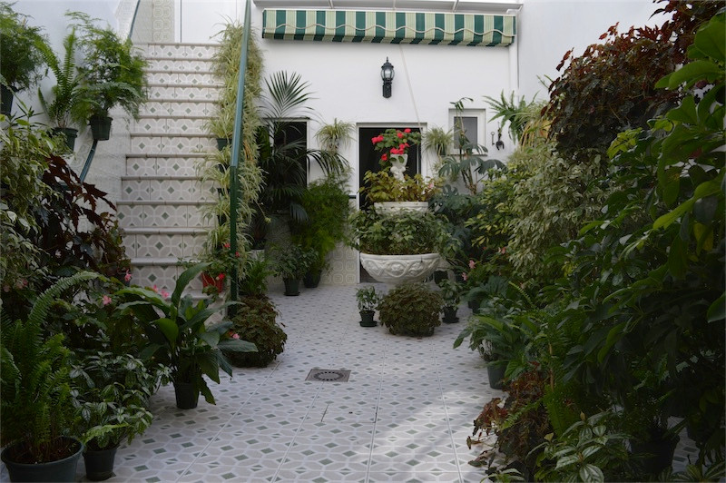 Here we have a traditional Spanish townhouse with a lot of space.  Settled in a traditional Spanish ,Spain