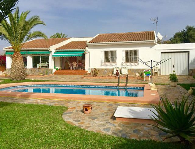Delightful, south-facing, 4 bedroom villa in sought after residencial area in Busot with pool.  1989, Spain