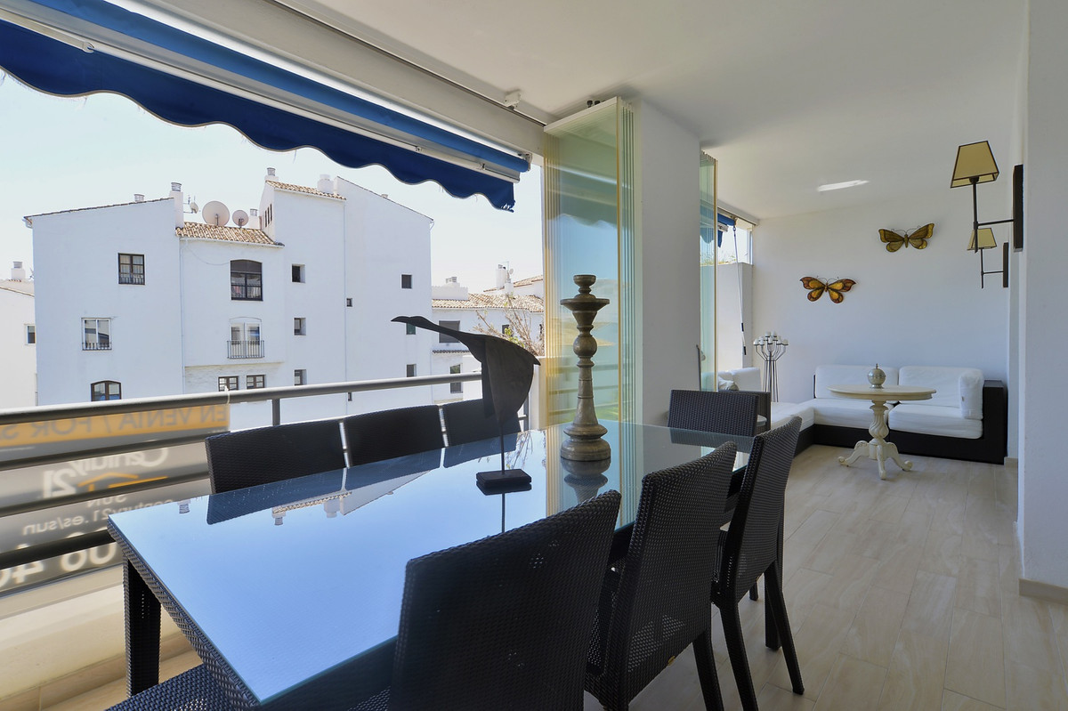 BACK ON THE MARKET!!! Just 2 mins walk to the beach! South facing apartment in one of the best urban, Spain