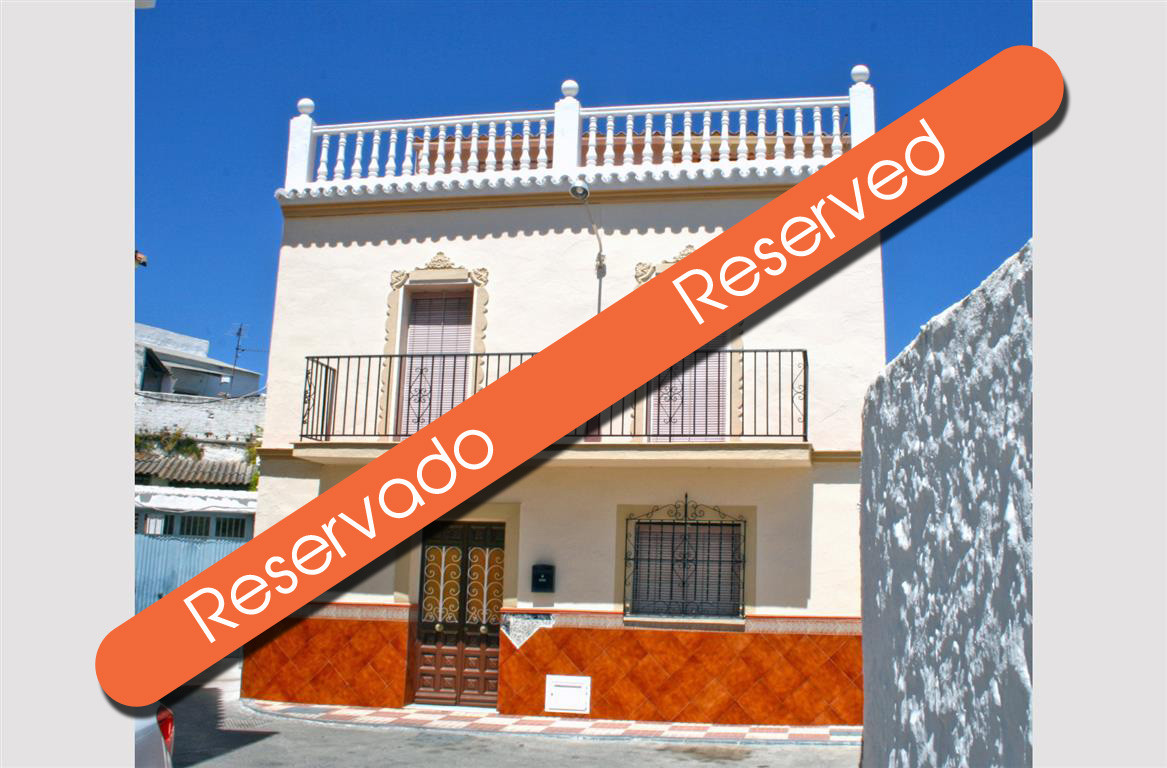 Fantastic house in the centre of Alhaurin el Grande with a lot of potential. This property offers an, Spain