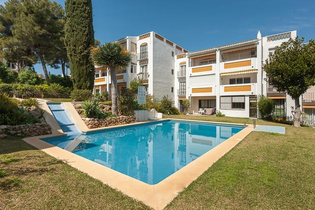 Beautifully presented 2 bedroom apartment in a very sought after area of Calahonda. This stunning gr, Spain