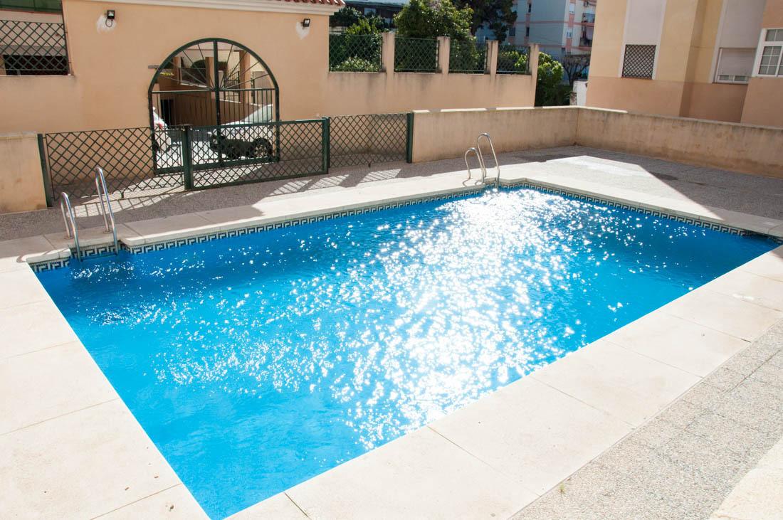 Apartamento en Estepona a 15m de la playa , dos dormitorios y dos banos, piscina comunitaria, garaje,Spain