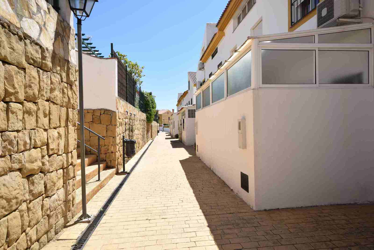 Townhouse, Marbella, Costa del Sol. 4 Bedrooms, 4 Bathrooms, Built 250 m².  Setting : Close, Spain