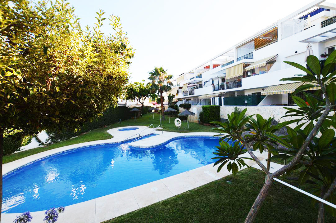 SOUTH FACING CORNER PENTHOUSE WITH SPACIOUS TERRACE IN A COMPLEX WITH POOL AND GREEN COMMUNAL GARDEN,Spain