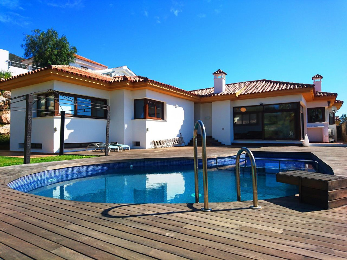 Detached luxury villa in Reserva del Higueron. It has 4 bedrooms and 3 bathrooms. A semi-living room, Spain