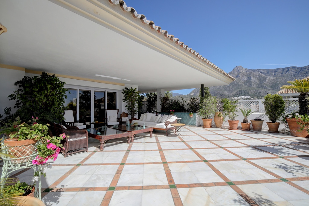 Fantastic three bedroom, east facing duplex penthouse in the prestigious and gated community Monte P,Spain
