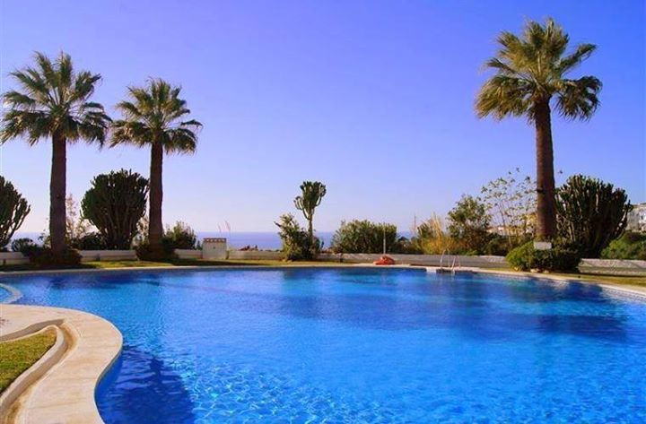 This lovely 2 bedroom, 2 bathroom apartment is located in a well known residential complex  in Calah, Spain