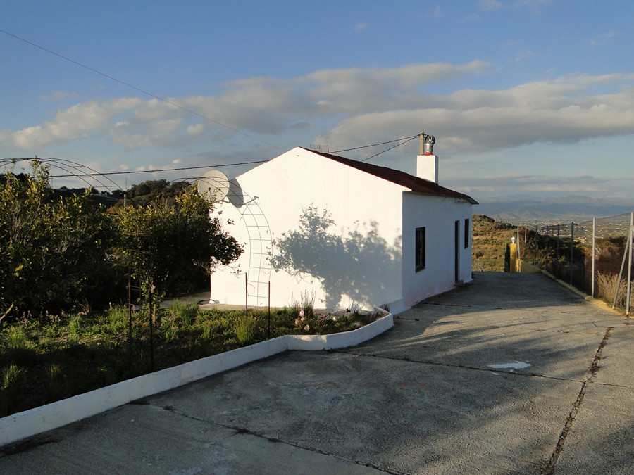Country house in Alhaurin el Grande located in the the area of Las Lomas, a short distance of 2 km f,Spain