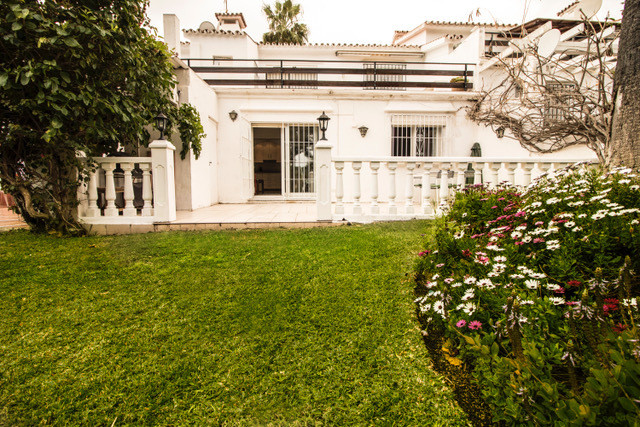 A fantastic property set within a private urbanization of 8 houses. Very close to Puerto Banus and a,Spain