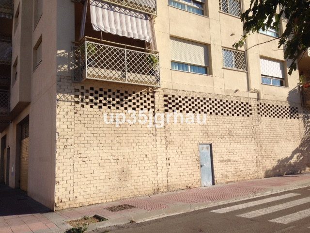 , Estepona, Costa del Sol. Built 200 m�.  Setting : Town, Commercial Area, Close To Shops. Category , Spain