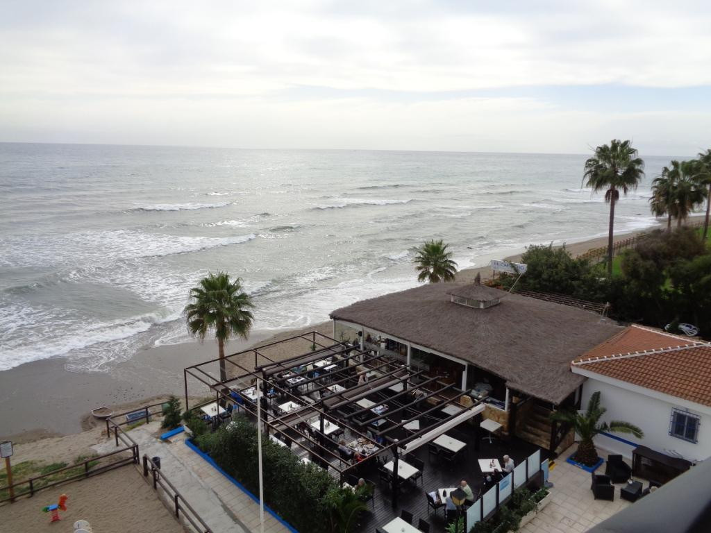 Great apartment in front of the beach in the area of Calahonda. The apartment consists of 1 bedroom,,Spain