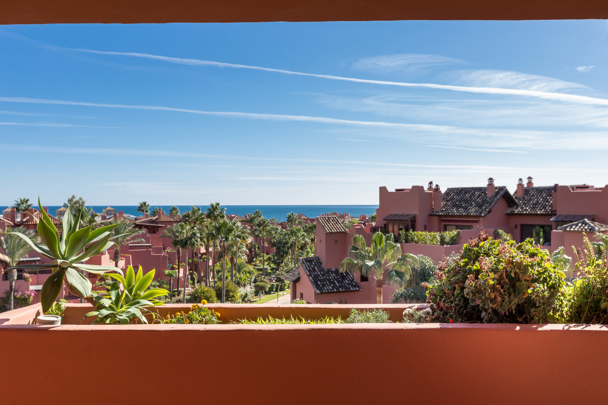 Luxury apartment in a complex located on the New Golden Mile, 150 meters from the beach and a few mi,Spain