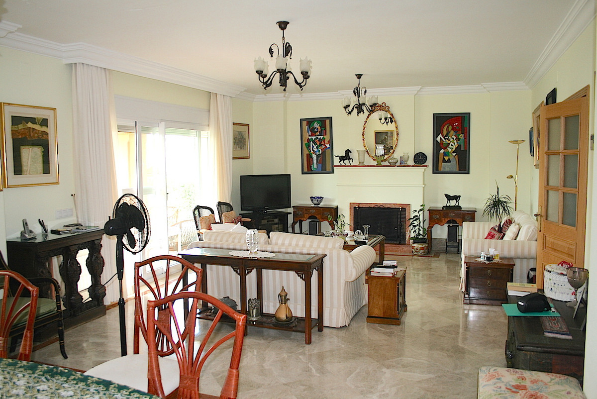 Beautiful semi-detached villa in one of the most sought after urbanization on the coast. Santa Clara,Spain