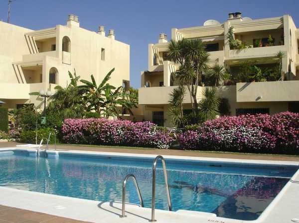 Magnificent duplex with 3 terraces in Sotogrande. Marble and wood floor. Hot water from solar panels, Spain