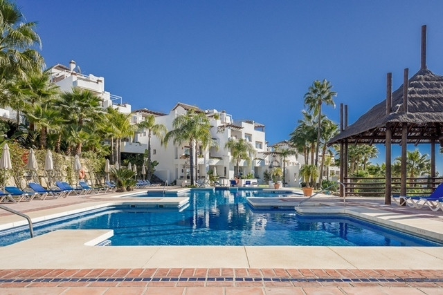 Fantastic penthouse with panoramic views of the Golf Valley and out to the sea! This very attractive, Spain