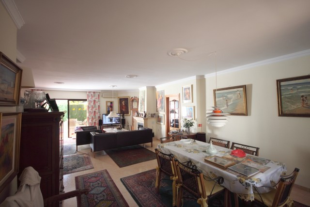 Charming 2 bedroom apartment located in Los Naranjos Country Club. Very spacious rooms throughout th,Spain