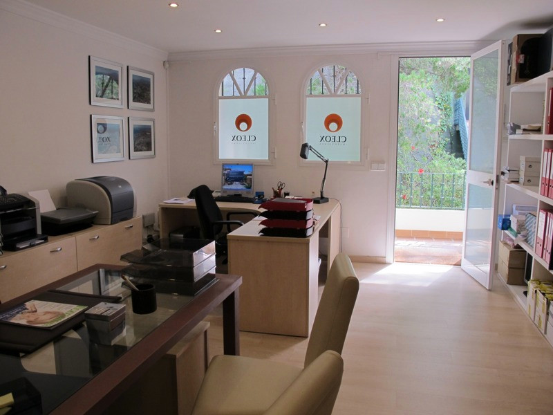 Office for sale in Aloha Gardens, Nueva Andalucia Excellent office, in well condition, renovated in ,Spain