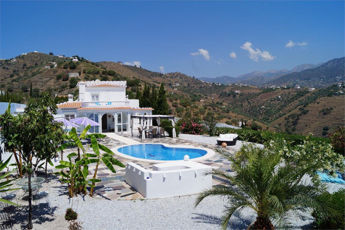 A great country house with spectaculor views.  A lovely house set in the country side between the vi,Spain