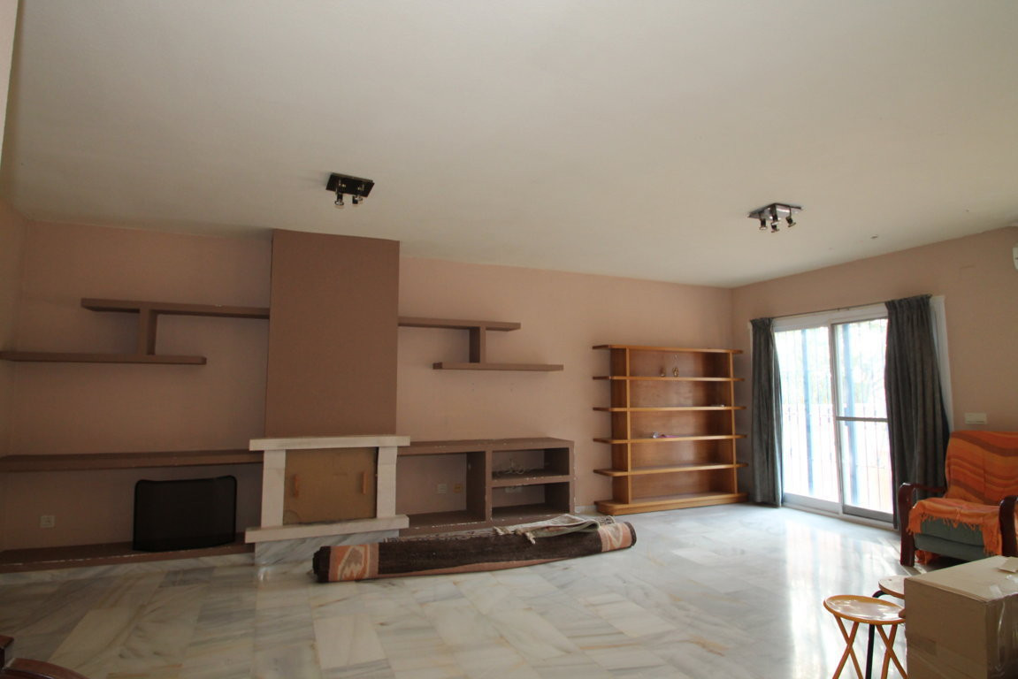 Great opportunity. Townhouse of luxury qualities at unbeatable price. Incredible townhouse in a spec, Spain