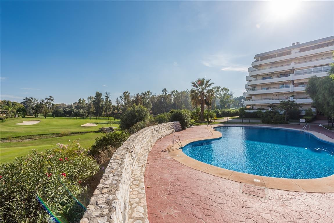 Lovely middle floor apartment in Guadalmina Alta, just 15 minutes walking distance to the center of ,Spain