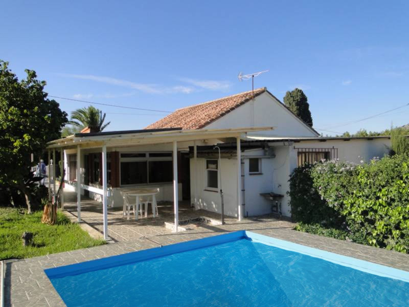 Detached bungalow in a popular urbanisation on the outskirts of Coin with excellent access.  The 2 b,Spain