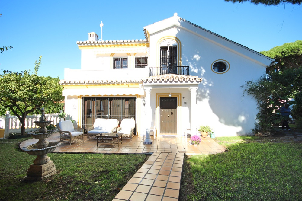 location location This very private 3 bed 3 bath detached villa in the heart of lower Calahonda is w,Spain
