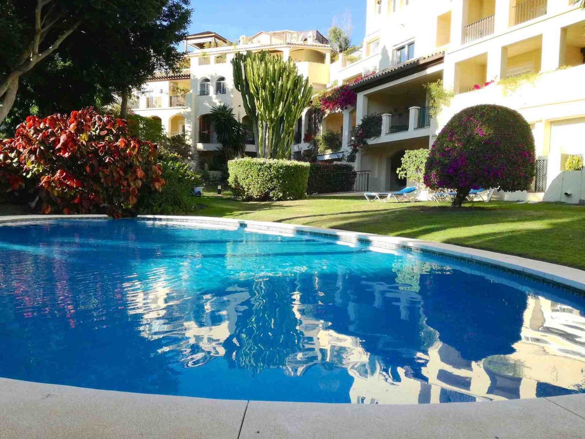 Wonderful sunny apartment in front line golf. South west facing 2 bedrooms located in immaculate gat, Spain