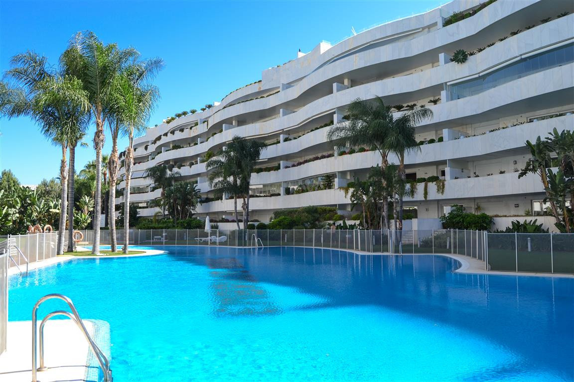 BEACHSIDE OPPORTUNITY!!! Luxury apartment at Puerto Banus, Costa del Sol. In excellent conditions, l, Spain