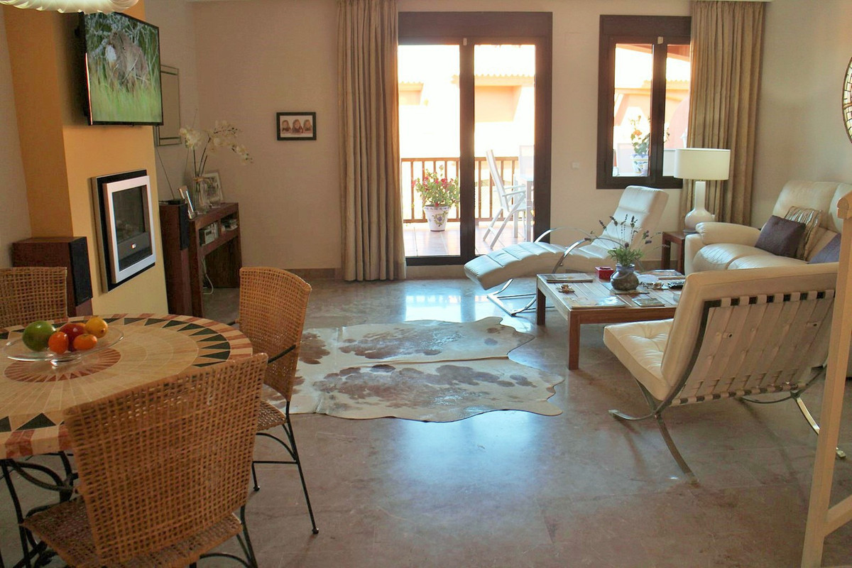 Spectacular 3 floor apartment located a few minutes drive from Estepona and only 20 minutes from Mar, Spain