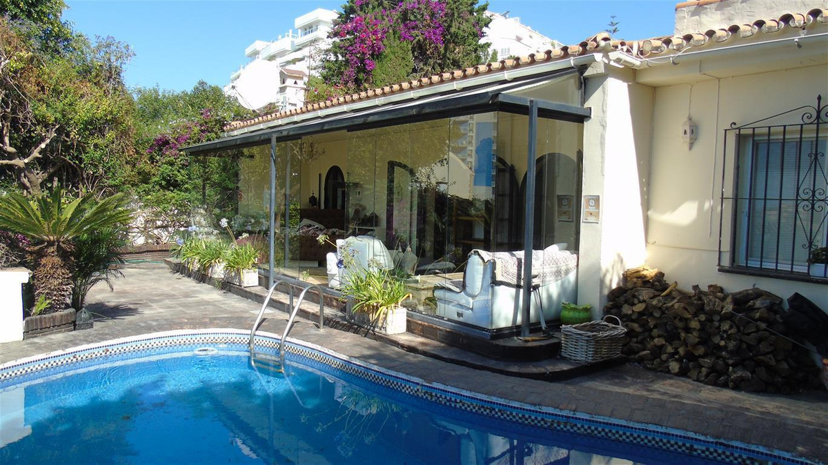 LOVELY 4 BEDROOM VILLA - FUENGIROLA This lovely unique villa must be seen to appreciate the spacious, Spain