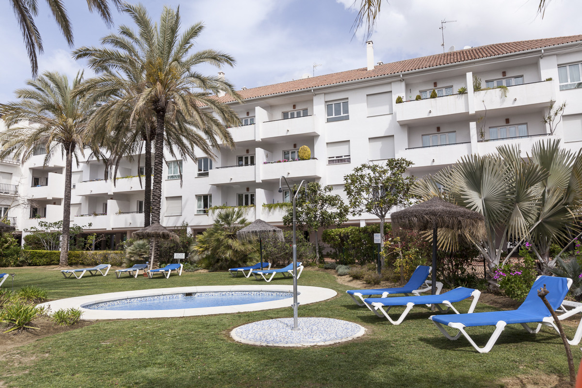 By far the cheapest quality  three bedroom apartment so close to Puerto Banus.  Use or rent out imme, Spain